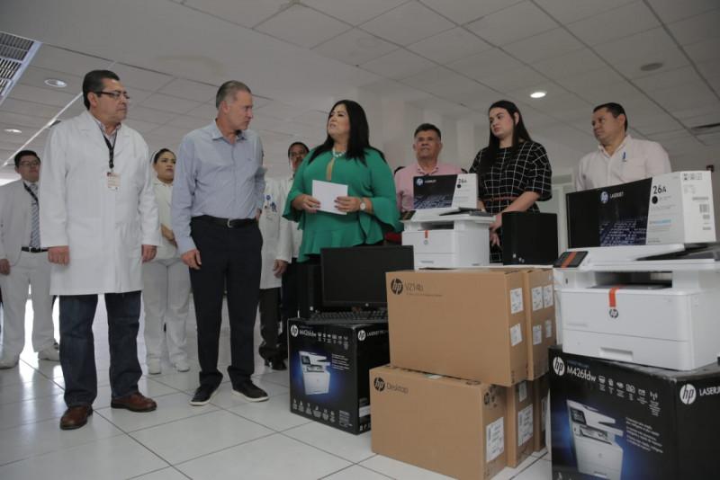 Quirino supervisa mercado y entrega equipo en Hospital de Eldorado