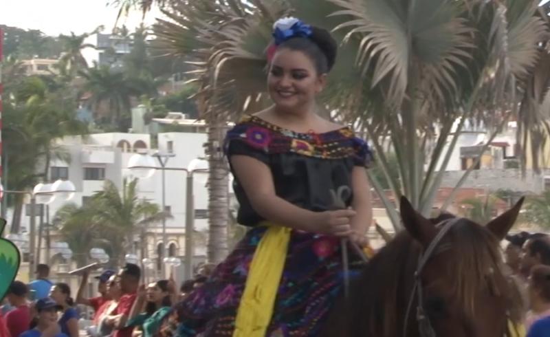 Apoya servicios regionales uso de música folclórica mexicana en desfiles