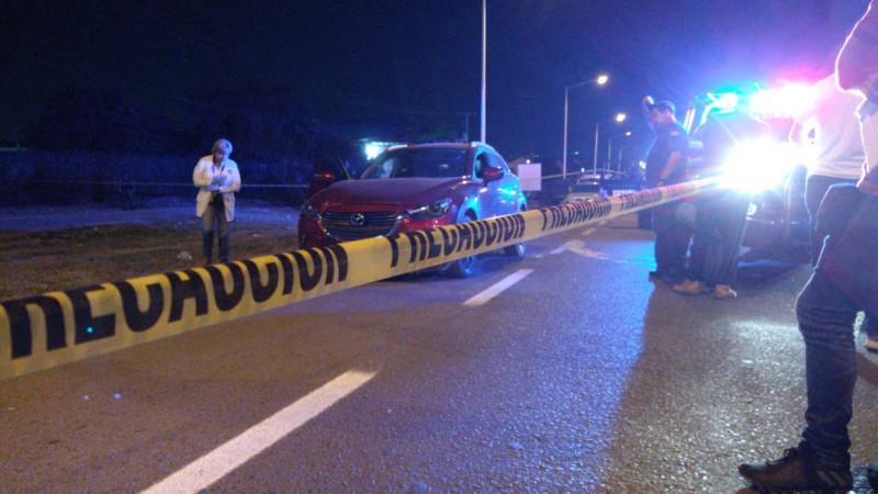 Asesinan a hombre en el interior de una camioneta