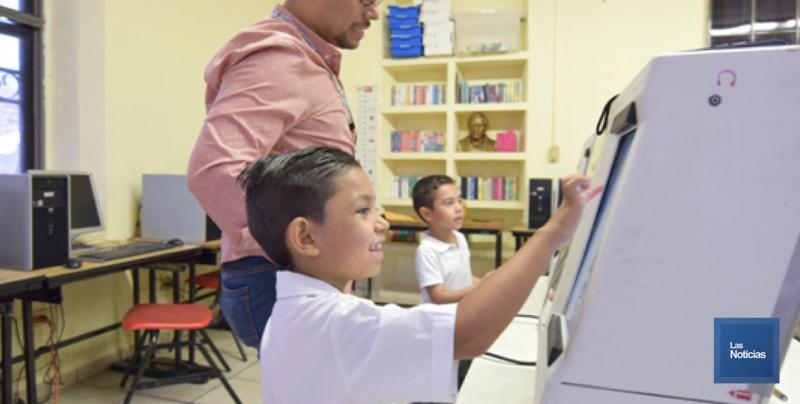 Siguen utilizando urnas electrónicas en escuelas