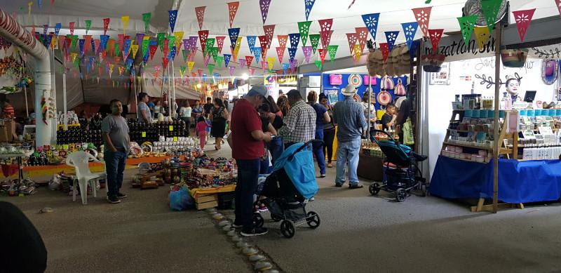 Cientos de personas visitan la Expo artesanos