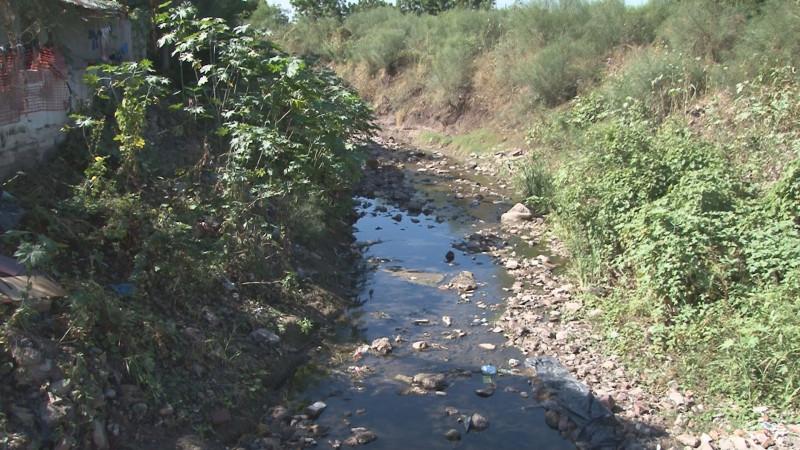 Piden que limpien el arroyo en El Ranchito