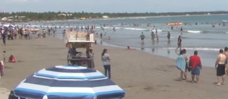 Hasta 2 mil bañistas por día recibió la Isla de la Piedra en fin de semana
