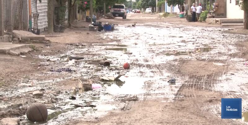 Exige vecino reparación de drenaje colapsado en Matías Méndez