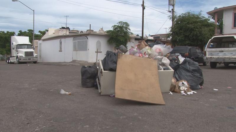 Montones de basura en las esquinas de Barrancos