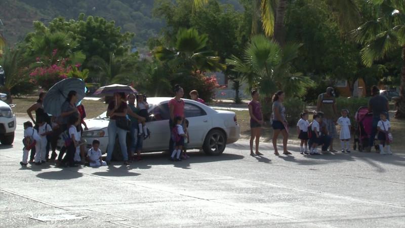 Toman el kinder y bloquean avenida en Santa Teresa