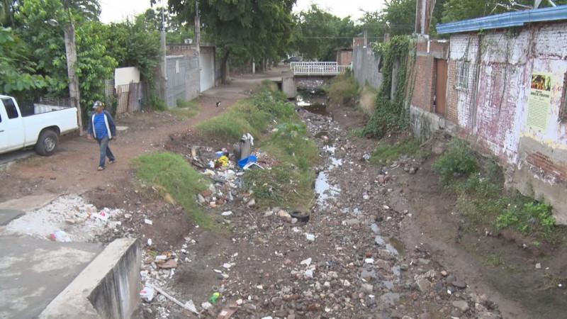 Arroyo de la CNOP en malas condiciones