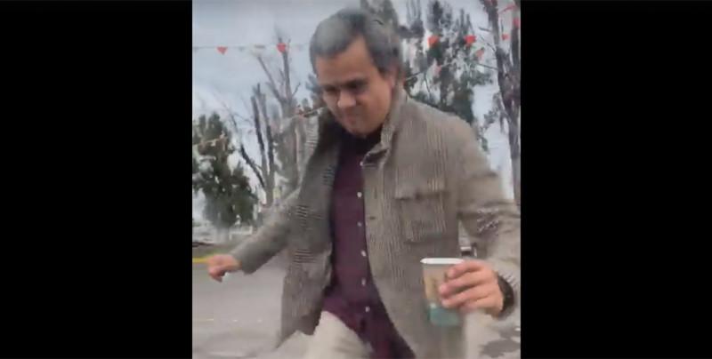 #LordCafé: Lo exhiben por agredir a mujer tras choque en Jalisco