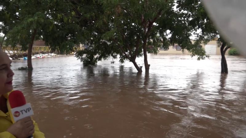 Se desborda arroyo Jabalines en Mazatlán