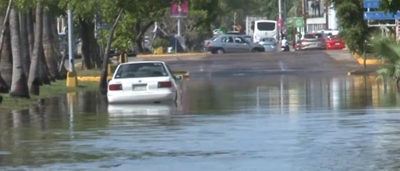 Continúan zonas inundadas en Mazatlán