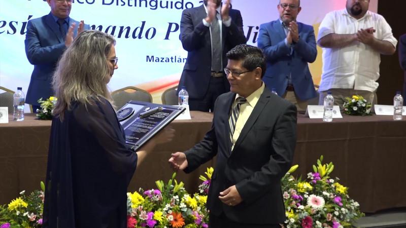 Reconocen la trayectoria de Contadores Públicos
