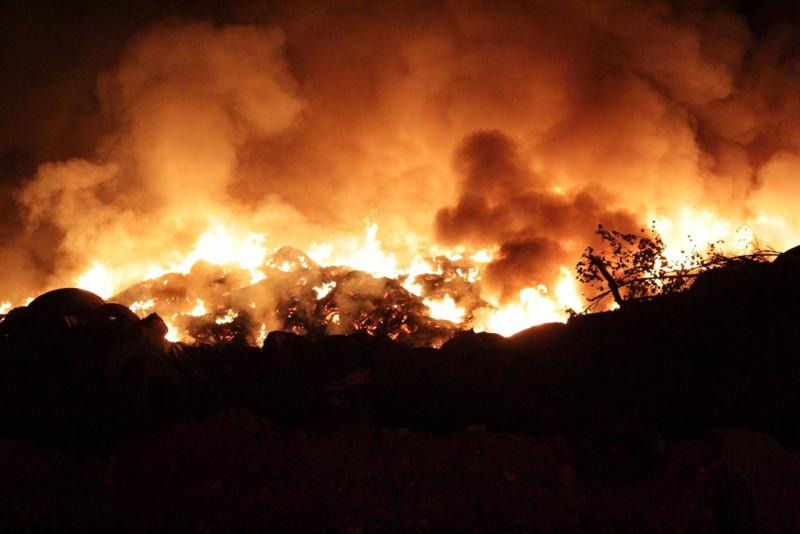 Se queman llantas en el Basurón Municipal