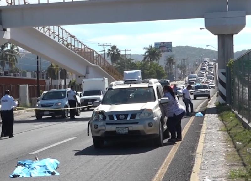 Pide Educación Vial usar puentes peatonales para evitar accidentes