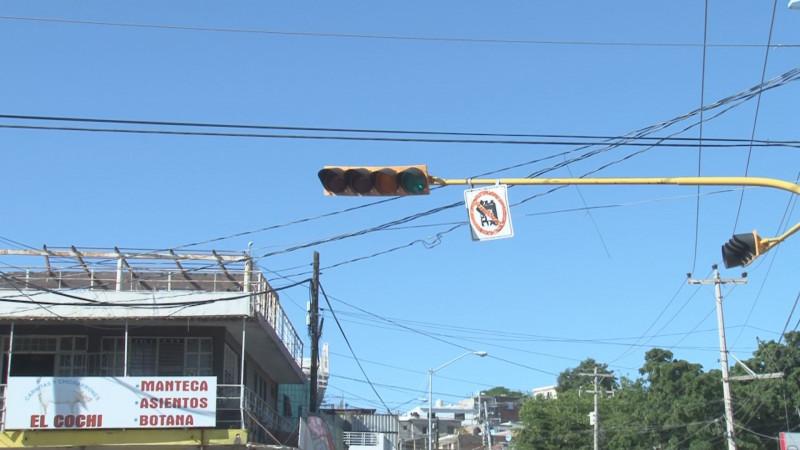 No funcionan semáforos por Ciudades Hermanas