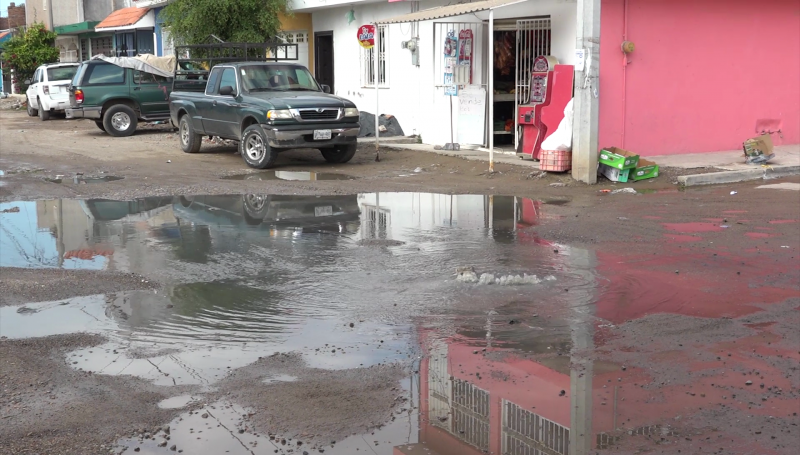 Aguas negras afectan a vecinos de colonia Fco. Villa