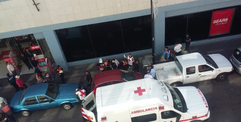 Empleada de Sears muere tras aventarse desde la azotea