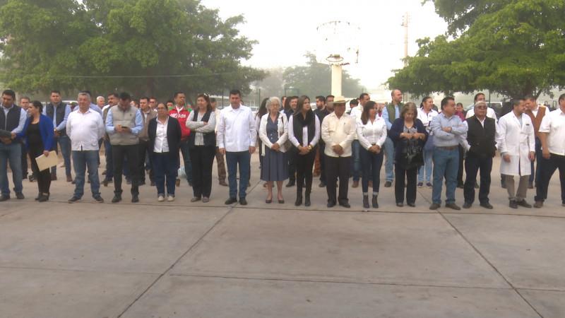Funcionarios visitan 'Primaria 20 de Noviembre'