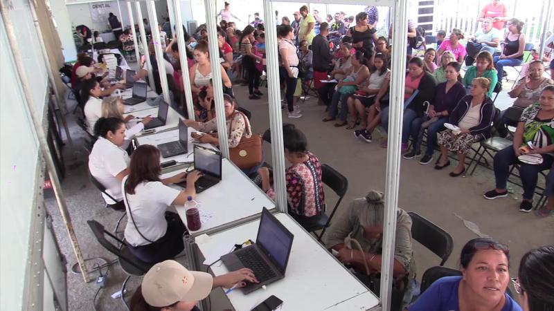 """Mazatlecos reciben beneficios en """"Jornadas de Apoyo"""""""