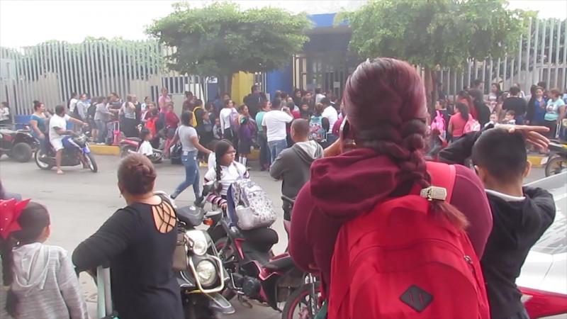 Toman escuela de Villa Unión, piden destitución de directora