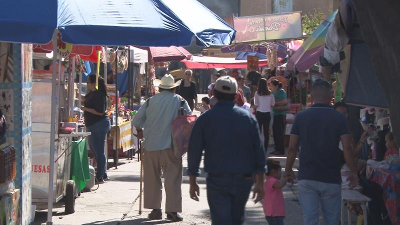Acuden peregrinos a La Lomita