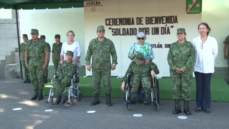 Se convierten en soldados honoríficos de Mazatlán