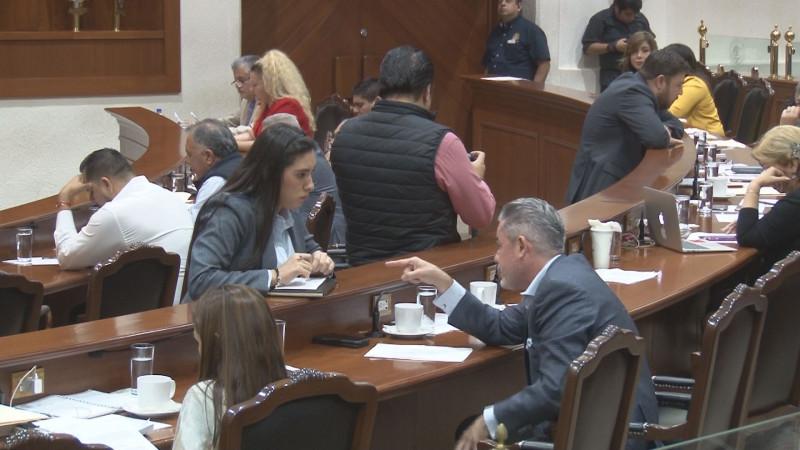 Ostentoso y una burla, el aguinaldo que perciben los diputados en Sinaloa