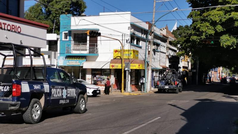 Choque entre automóvil y una patrulla de policía