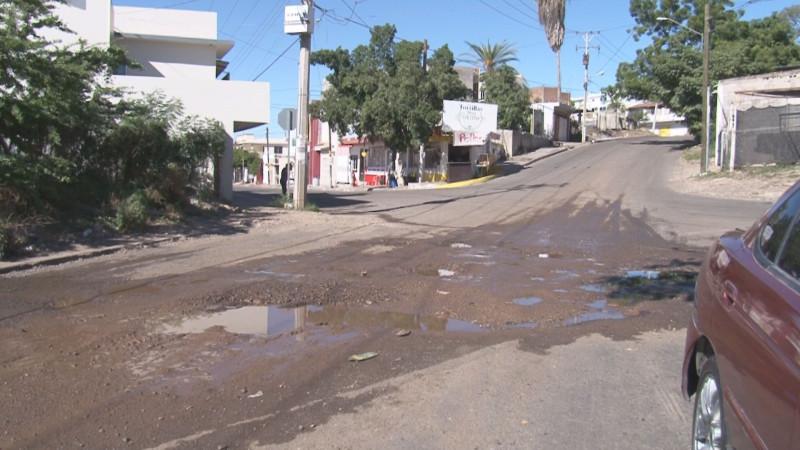 Muchos baches por la calle Guadalupe Victoria