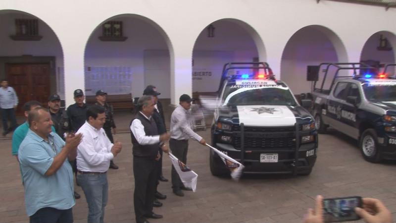 Entregan patrullas y nuevos Bandos de Policía y Gobierno