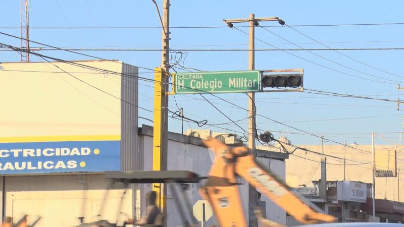 En preventivos semáforos sobre Calzada Heroico Colegio Militar