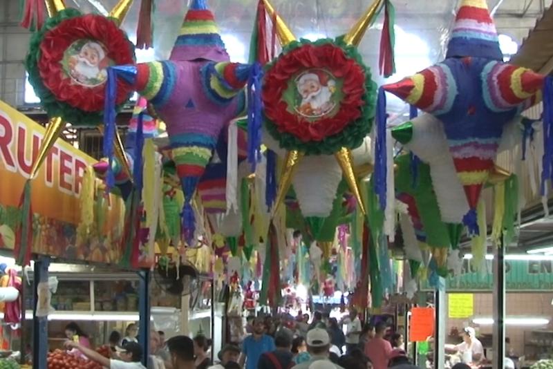 El espíritu navideño se apodera del mercado Pino Suárez