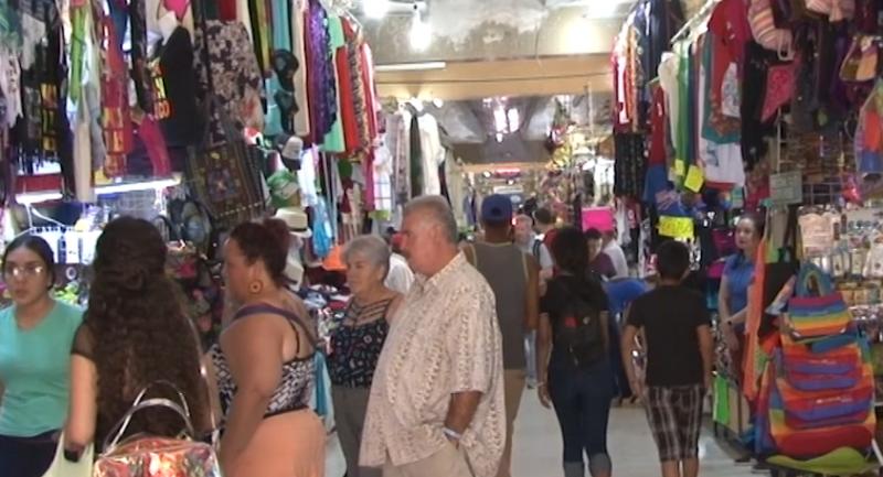 Sin descanso, pasarán fechas decembrinas vendedores de artesanías del mercado Pino Suárez
