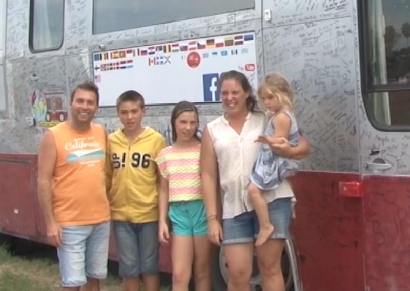 Desde Bélgica, familia llega al puerto a conocer la cultura y tradición.