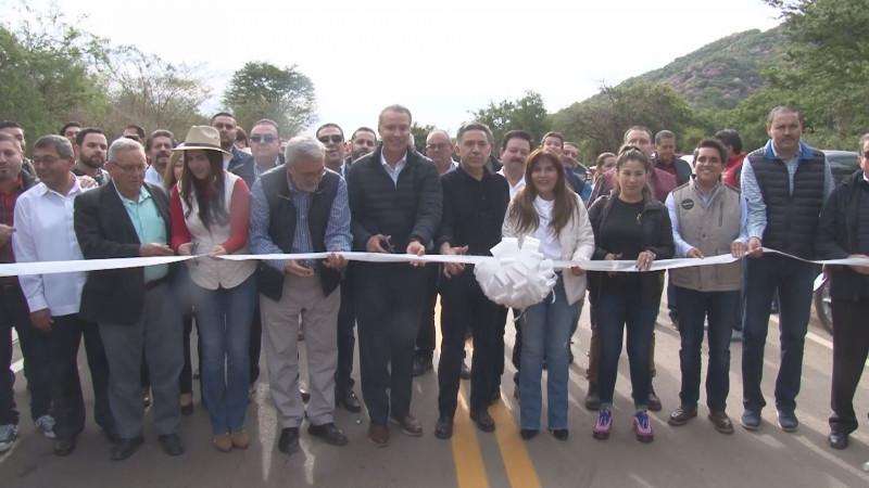 Inaugura Quirino Ordaz y Rubén Rocha , tramo carretero de Higueras de los Monzón a Batequitas en Badiraguato