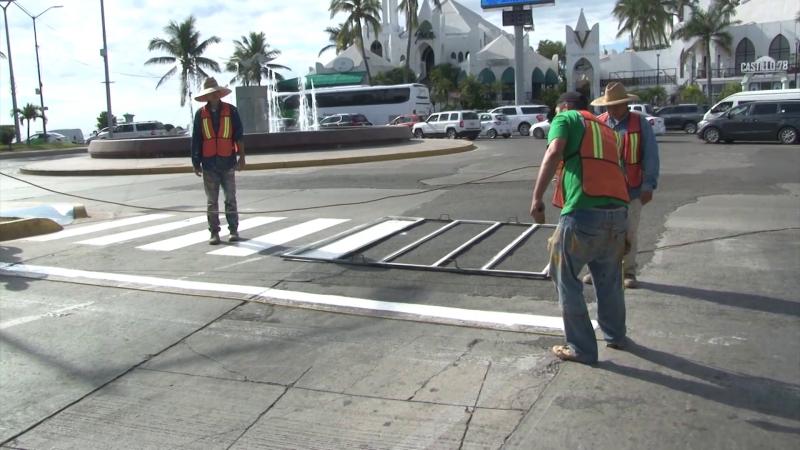 Caos vial provocan trabajos de mejora urbana vial en avenida Rafael Buelna