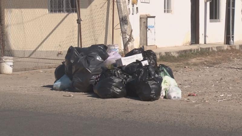 Casi una semana sin pasar el camión recolector de basura en la colonia Díaz Ordaz