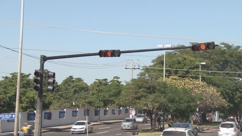 No funcionan los semáforos por la Obregón