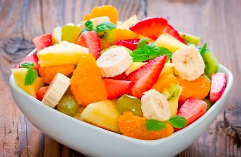 Alimentos como el huevo y las frutas pueden ayudar a combatir la resaca