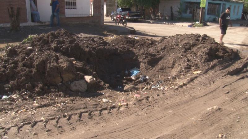 Peligroso hoyo por la Mina de San José de Gracia en la colonia CNOP