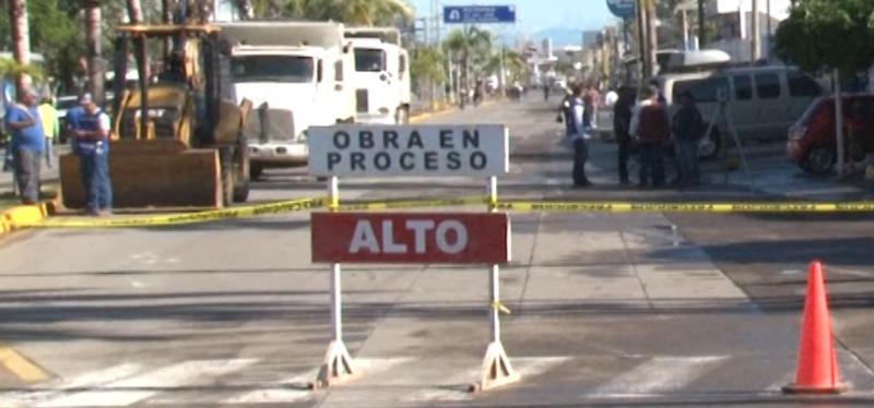 Cierre de Avenida Rafael Buelna causa caos y confusión