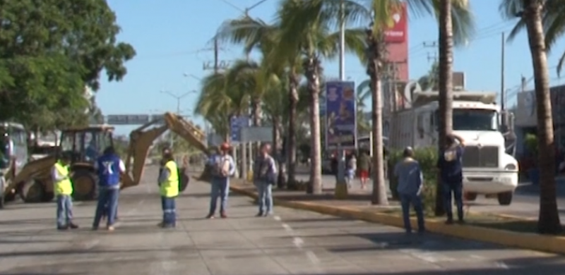 Comerciantes de la Avenida Rafael Buelna inconformes por cierre de vialidad
