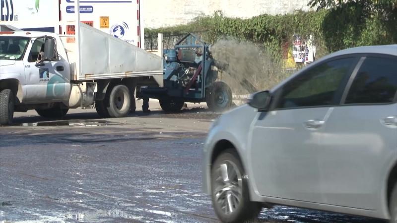 Pone en 'jaque' a JUMAPAM colapso de drenaje en Avenida De Las Torres