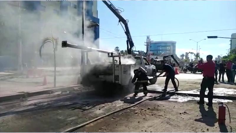 Trabajador del Ayuntamiento sufre descarga eléctrica en la Av. Rafael Buelna