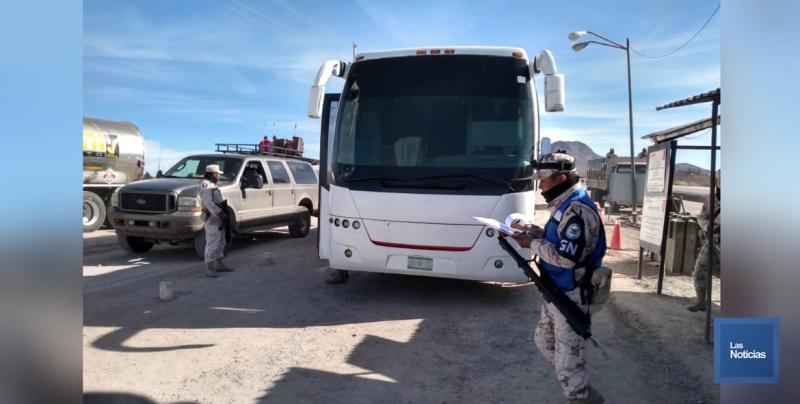 Ejército Mexicano rescata a 108 centroamericanos que migraban hacinados en autobús por Sonora