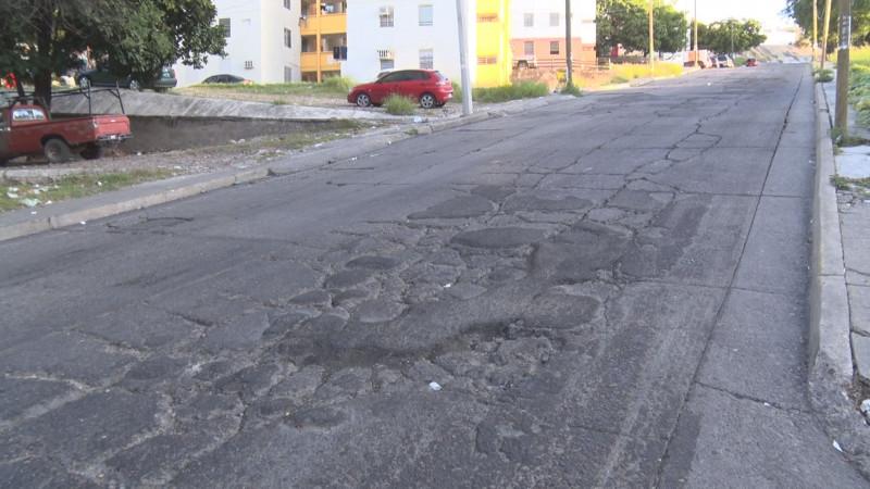 Calles en mal estado en Infonavit Cañadas
