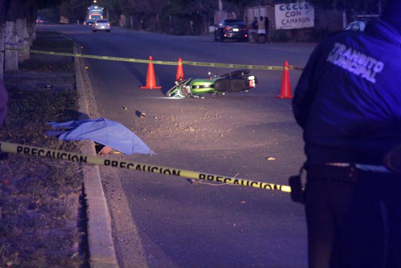Accidente de motocicleta deja un muerto y un herido