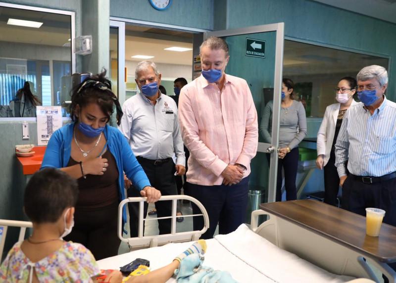 Promete el Gobernador 2 MDP para comprar medicamento en el pediátrico