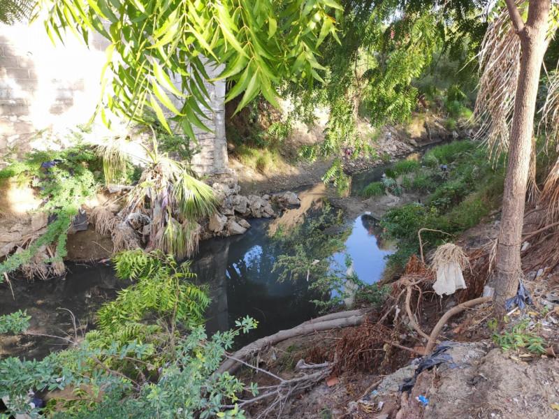 Vierten aguas negras en un ramal del Arroyo Jabalines