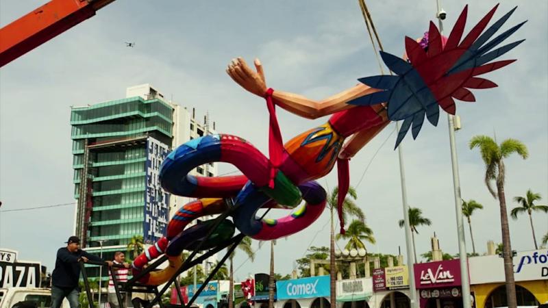Inicia la colocación de monigotes carnavaleros