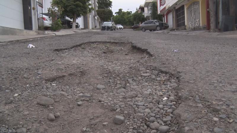 Calles en mal estado en Lomas del Sol